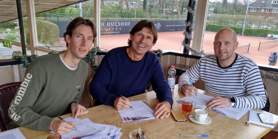 trainers tekenen nieuwe contracten (1).jpg